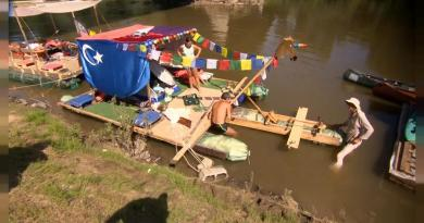 Remar contra o plástico no rio Tisza