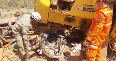Caminhão sai de pista e condutor morre esmagado pela carga transportada
