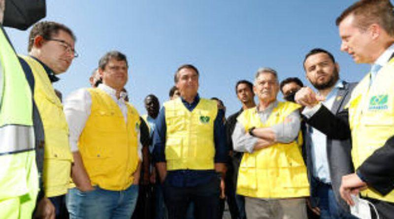 Com promessa de ficar fora de eleição, Bolsonaro faz dobradinha com Russomanno em rede social