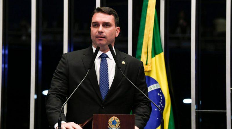 Procuradoria aponta indício de desobediência por parte de Flávio no caso da acareação com Paulo Marinho