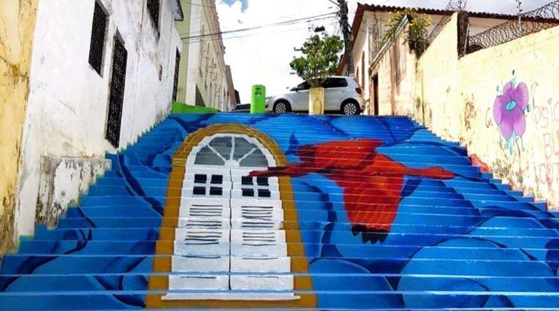 Escadaria do Beco do Silva ganha novo grafite de artista maranhense