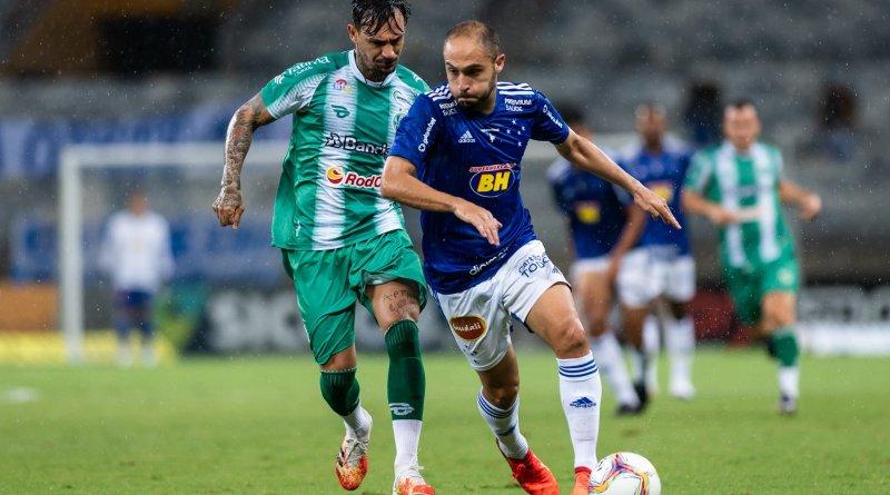 Fábio pega pênalti, mas Cruzeiro só empata e continua no Z4 da Série B