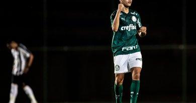 Palmeiras bate Atlético MG fora de casa e segue invicto na liderança do Brasileiro sub 17