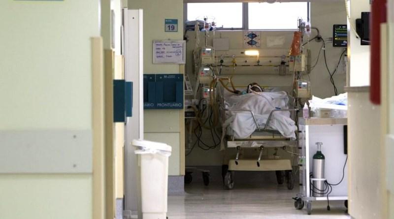 Brasil ruma para 250 mil mortos por covid 19, com impasse sobre vacinas