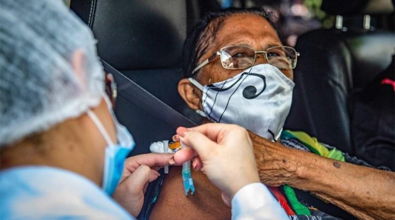 Em dia de fila para vacina, óbitos têm recorde semanal. Casos superam 10,5 milhões   Rede Brasil Atual