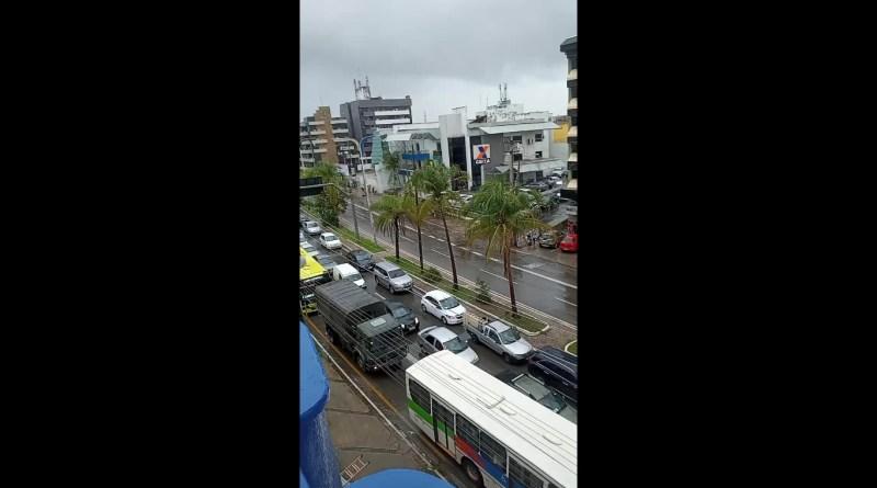 Vídeo: manifestação de motoristas de aplicativos causa engarrafamento