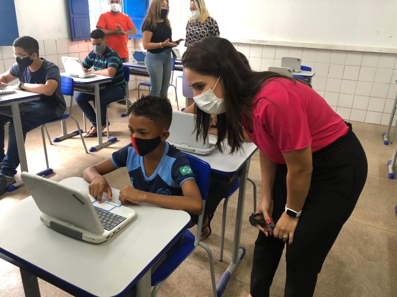 Vereadora Elzuila Calisto (PT), durante visita à Unidade Escolar Santa Filomena