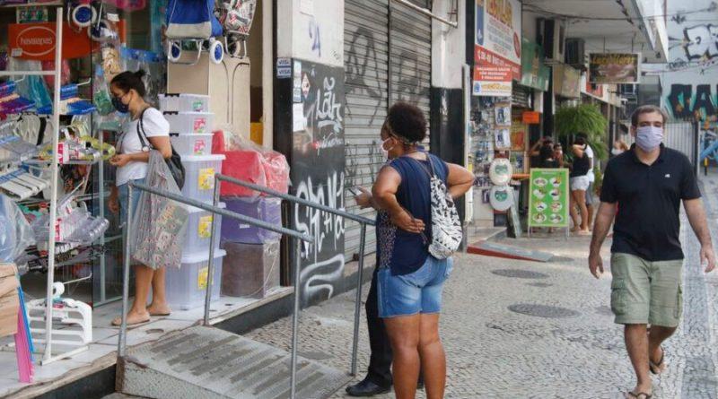 Com efeito da pandemia, vendas do comércio caem 0,6% em março, diz IBGE