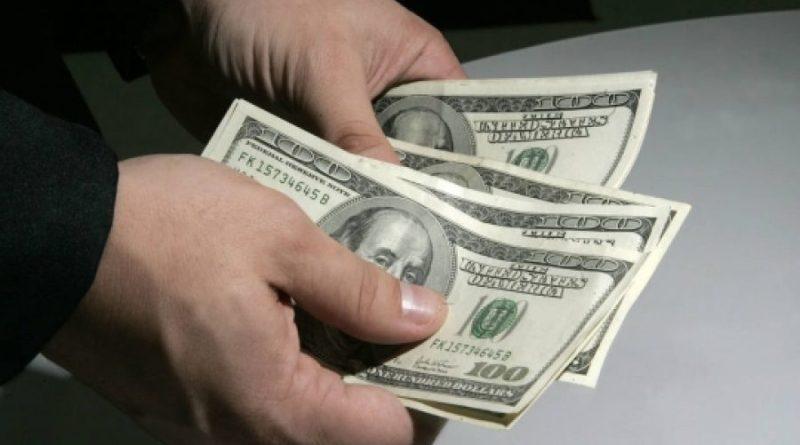 Dólar cai para R$ 5,36; Bolsa sobe