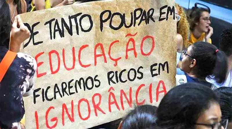 Educação é a área mais atingida pelos cortes orçamentários de Bolsonaro