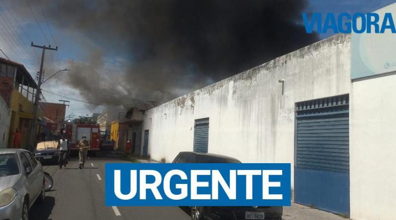 Incêndio atinge depósito no Centro da cidade de Teresina