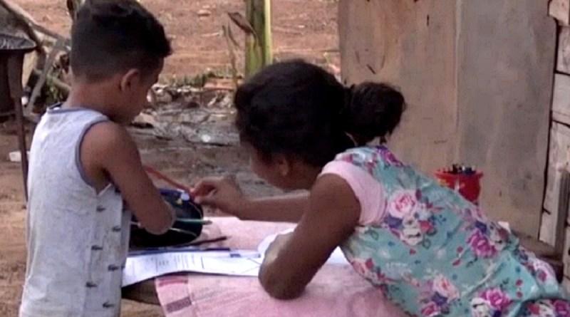 Congresso derruba veto de Bolsonaro e garante internet para educação