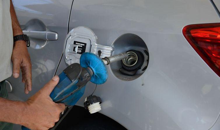 Mais de 190 empresas de combustível são autuadas por operações irregulares