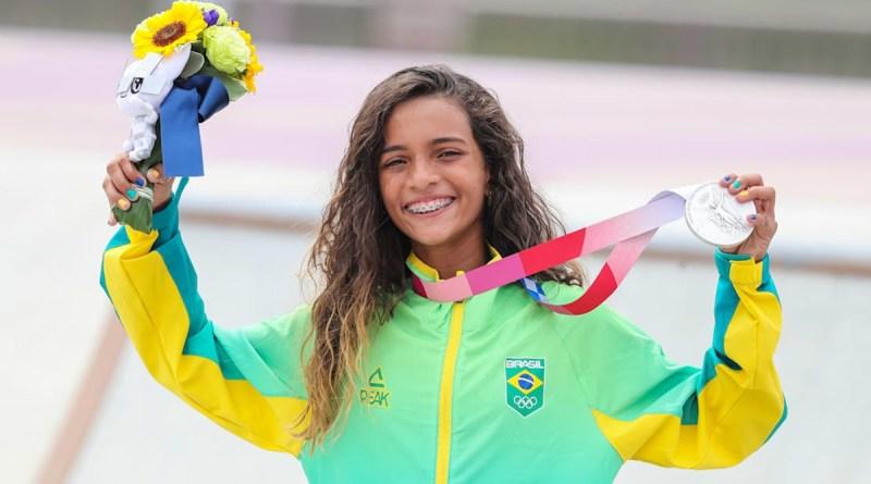 Rayssa Leal conquista prata no skate e se torna a mais jovem medalhista brasileira