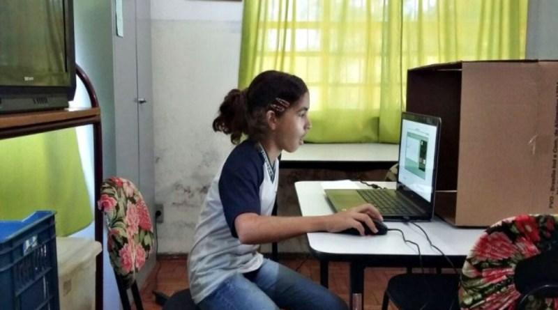 Recusa de Bolsonaro em garantir internet a alunos de escola pública é 'ilegal' e 'inconstitucional'