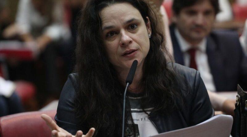 Vereador do MBL pede que PSL expulse Janaina Paschoal por indisciplina partidária