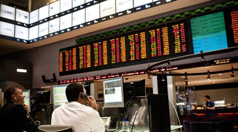 Bolsa cai em dia de altas globais, e dólar sobe apesar de intervenção do Banco Central