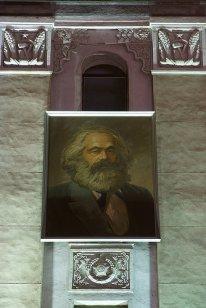 "Karl Marx na praça ""Kim Il Sung""."
