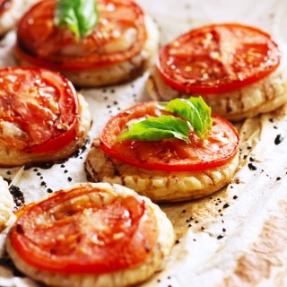 Savoury Roasted Tomato & Balsamic Puff Pastry Bites
