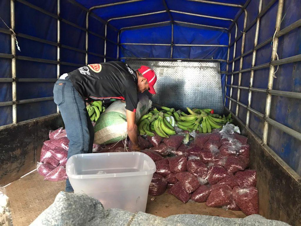 Campesinos donan alimentos