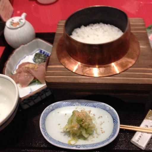 炊きたて白ご飯の鉄火釜飯