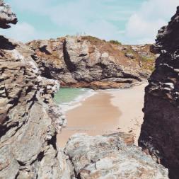 Crique cachée enfermant une plage secrète sur Belle-Île-en-Mer