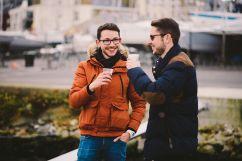 Le capitaine et le calfat de Port d'Attache se font des blagues à Saint-Malo