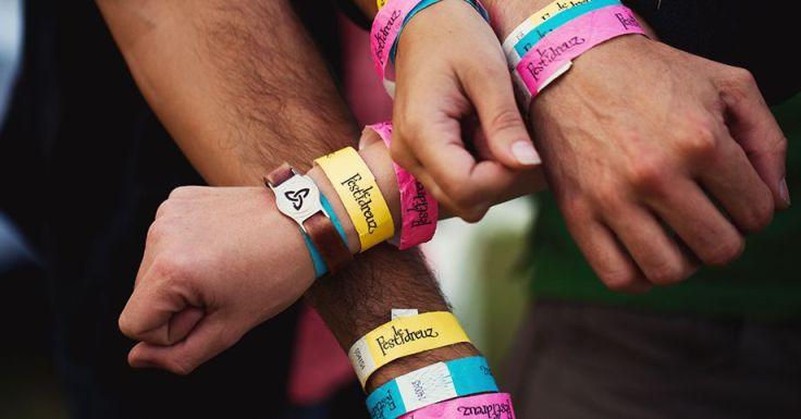 Des bracelets qui donnent le sourire - photo prise sur festidreuz.fr