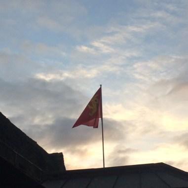 Un drapeau normand flotte sur le Mont-Saint-Michel