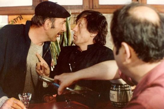 """Scène du film """"Les Galettes de Pont-Aven"""" avec Jean-Pierre Marielle et ses acolytes de bar"""