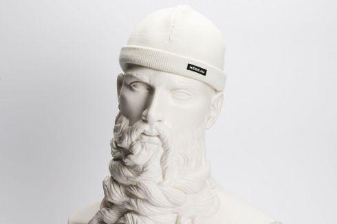 Le bonnet blanc comme neige