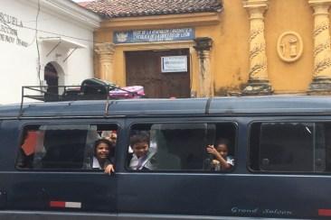 Sourires dans un bus au Nica
