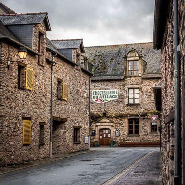 Le village breton et typique de Lohéac, abritant un musée de l'automobile à ne pas rater