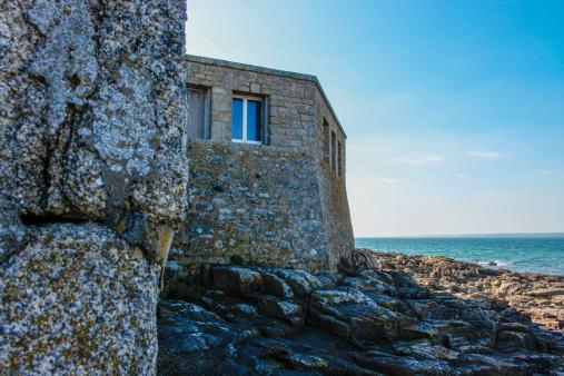 Les bords du Fort Bloqué, à marrée basse, nous invitent à en faire le tour !