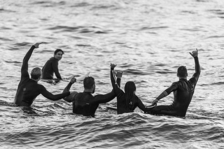 Surfer en toute liberté en Bretagne