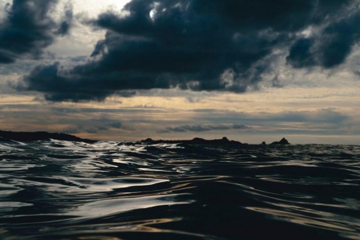 Image de la mer reflétant l'univers du photographe
