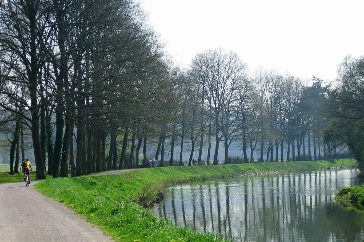 Vacances au calme sur le canal de Nantes à Brest