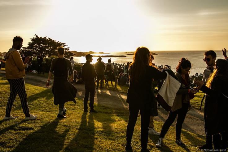 Un sublime coucher de soleil lors du festival horizons