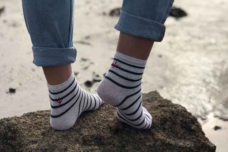 Chaussettes avec des motifs marinières