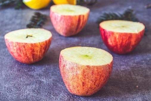 Pommes coupées aux trois quarts