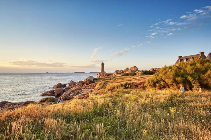 Le phare de Ploumanac'h au soleil couchant