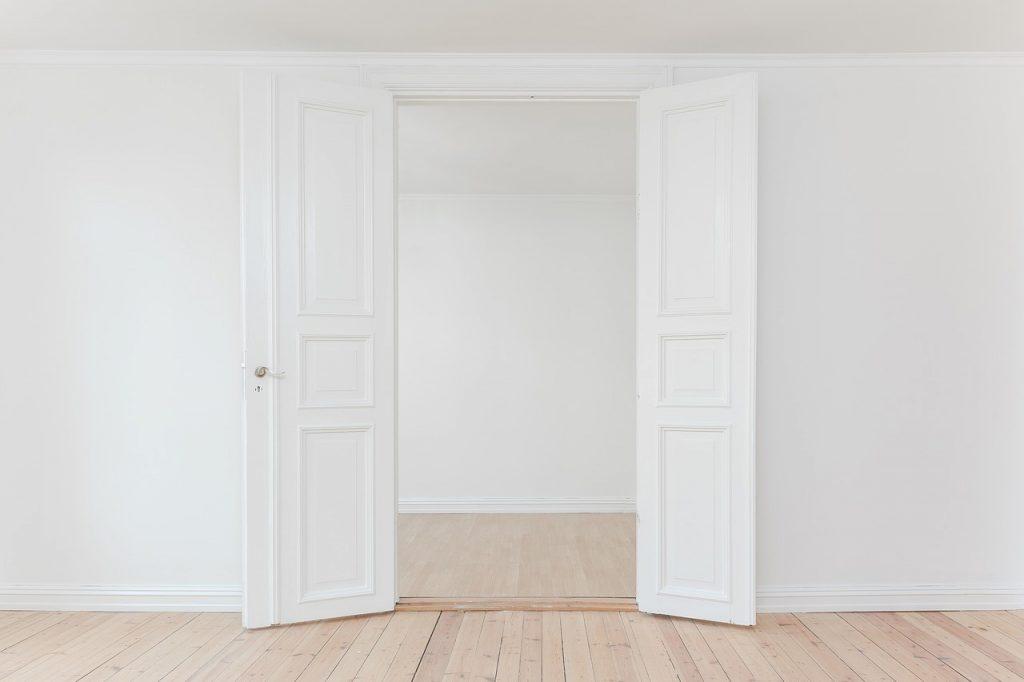 Come pulire porte interne bianche in 3 mosse  Finmaster Porte Massello