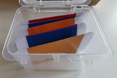 la première boite de couleurs: un matériel de vie sensoriel Montessori pour apprendre les couleurs.