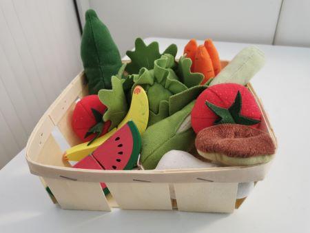 recycler des objets et emballages pour faire la dinette.