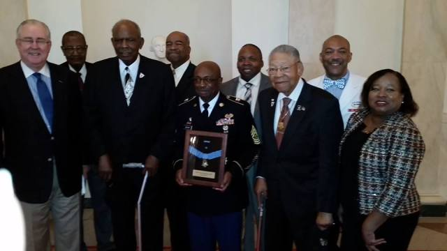 white-house-2015-medal-and-former-commanders