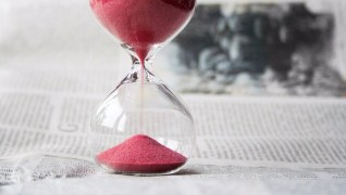 How Time Perception Influences Investing Decisions