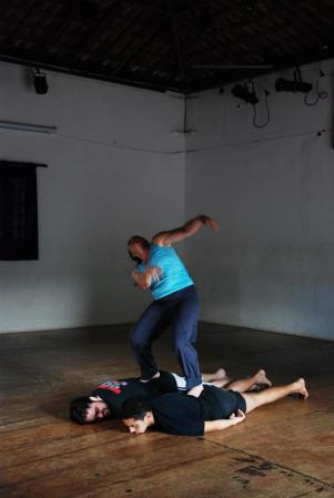 exercício_individual_aula_corpo_como_fronteira