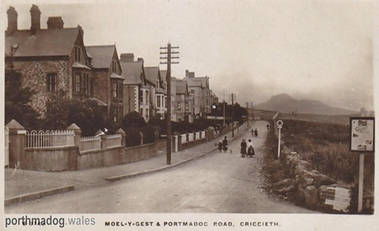 Postcard of Porthmadog Road, Criccieth