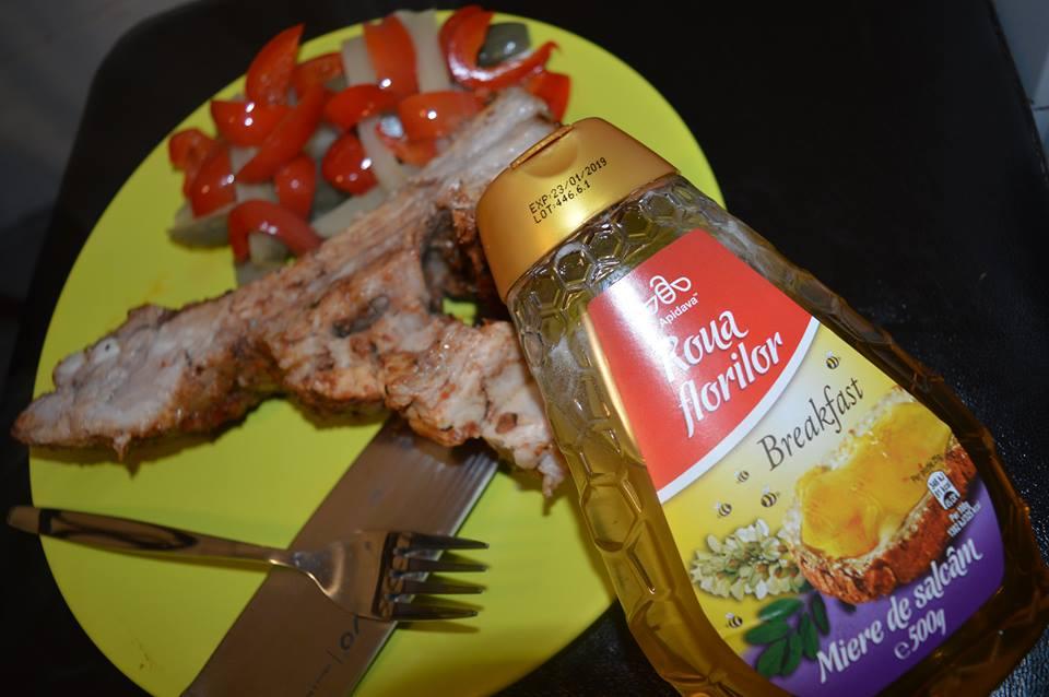 Rețetă coaste de porc cu miere de salcâm Apidava
