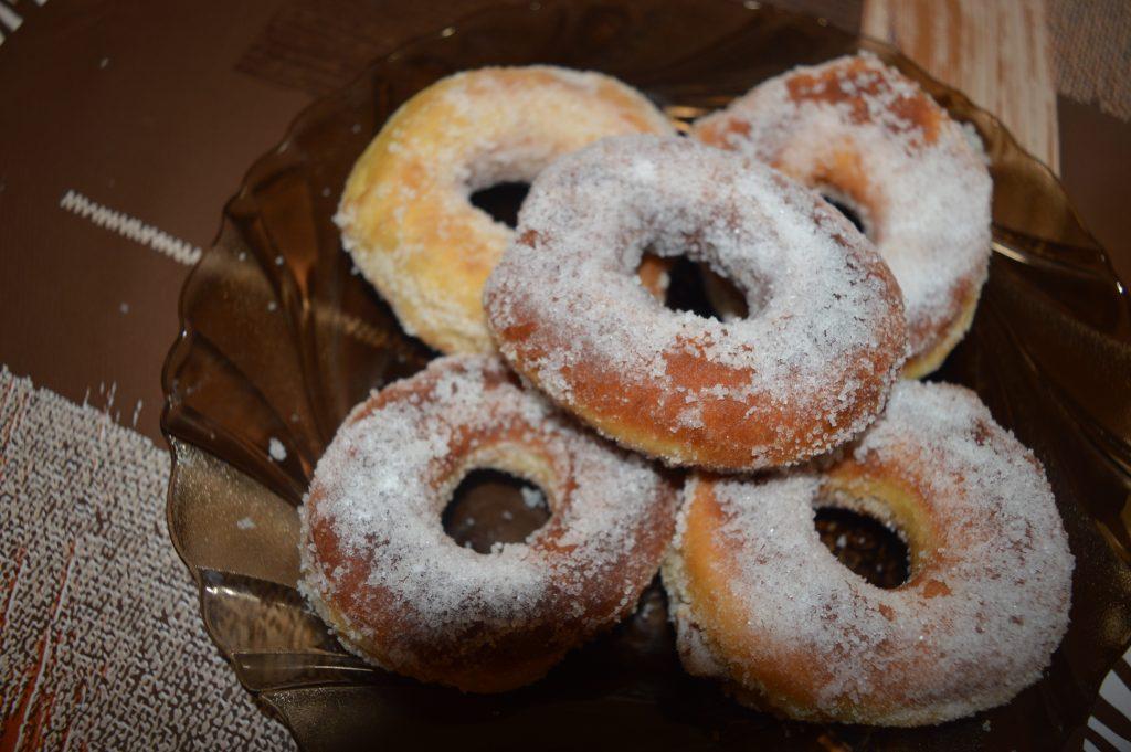 Rețetă de gogoși pufoase cu zahăr vanilat